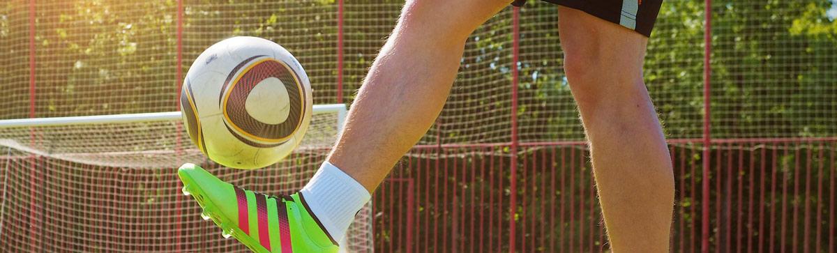 Fussball und Handbälle